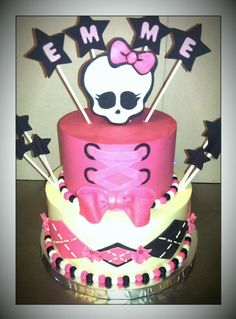 Monster high cake from Ladybugbakingco.com