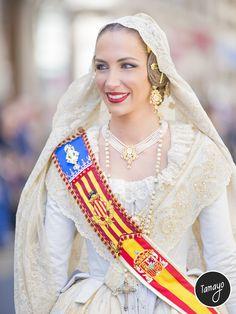 Probablemente la mejor foto de Raquel Alario, Fallera Mayor de Valencia 2017.
