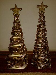 Christmas Items, Christmas Holidays, Merry Christmas, Christmas Decorations, Paper Weaving, Newspaper Crafts, Book Folding, Festival Decorations, Scrapbooks
