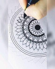 Mandala Book, Mandala Art Lesson, Mandala Painting, Mandala Drawing, Art Drawings Beautiful, Cool Art Drawings, Acrylic Rangoli, Hand Lettering Art, Mandala Stencils