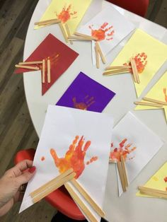 Ideias e detalhes para compor sua Festa Junina Rainbow Activities, Preschool Activities, Reggio Emilia, Teaching English, Crafts For Kids, Gift Wrapping, Shapes, Education, Professor