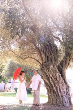 Hayley and Ian hold hands tenderly....   Η Χαιλη και ο Ιαν κρατουν τα χερια τους με πολυ τρυφερο....   Paphos wedding photographer. Cyprus wedding photographery. First year anniversary.