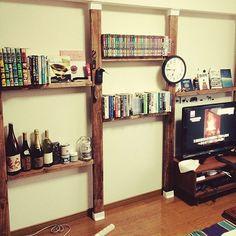 女性で、2DKのナチュラル/DIY/ディアウォール/賃貸でも諦めない!/壁/1日で完成!!…などについてのインテリア実例を紹介。「ディアウォールを使って壁全体を棚にしました‼️今まではカラーボックスを棚にしたけど、場所を取ってた奥行きがなくなって部屋が広くなりました*\(^o^)/*」(この写真は 2015-07-15 17:57:19 に共有されました)