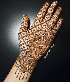 Simple and easy Arabic mehndi Designs for hands - Bridal henna designs - Hand Henna Designs Simple Arabic Mehndi Designs, Back Hand Mehndi Designs, Latest Bridal Mehndi Designs, Mehndi Designs 2018, Mehndi Designs Book, Mehndi Design Images, Round Mehndi Design, Heena Design, Mehndi Simple