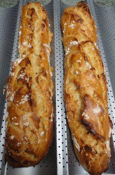 """Cela fait des mois que je voulais tester la recette des """"Baguettes magiques de Rose""""!! Vous pouvez retrouver son blog ici et voir qu'elle le réalise aussi en version """"pain"""". Une baguette magique, c'est quoi? tout simplement une baguette type tradition..."""