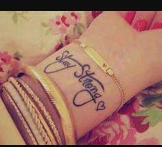 Mto fofa tatuagem no braço