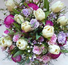 Tavaszi csokor Floral Wreath, Wreaths, Home Decor, Homemade Home Decor, Door Wreaths, Deco Mesh Wreaths, Garlands, Floral Arrangements, Decoration Home