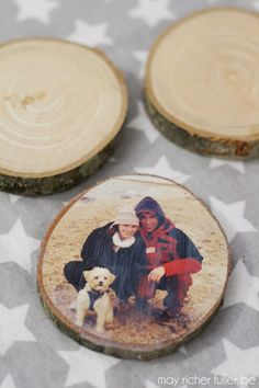 Wood Slice Ornaments {More Christmas Fun!} Wood Slice Ornaments {More Christmas Fun! Picture Ornaments, Photo Christmas Ornaments, Dog Ornaments, Wooden Ornaments, Noel Christmas, Homemade Christmas, Diy Christmas Gifts, Rustic Christmas, Christmas Projects