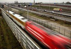 25-Apr-2013 14:10 - PROEF MOET LEIDEN TOT MINDER HERRIE HSL. Inwoners van de gemeente Lansingerland die dicht bij de hogesnelheidslijn wonen en hinder ondervinden van de herrie van voorbijrazende treinen worden vanaf deze zomer tegemoet gekomen. Op het spoor zullen geluiddempende maatregelen worden getroffen.