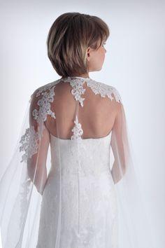 Las capas velo de novia #innovias son tendencia. Girls Dresses, Flower Girl Dresses, Lace Wedding, Wedding Dresses, Marie, Fashion, Cape Clothing, Bridal Veils, Dress Girl