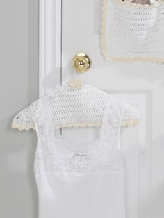Hanger Cover - Free Crochet Pattern @ Yarnspirations