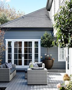 Austin Design Associates HG may 2016 Outside paint dulux Maraetai House Paint Exterior, Exterior Paint Colors, Exterior House Colors, Exterior Design, Paint Colours, Modern Exterior, Style At Home, Outdoor Rooms, Outdoor Living