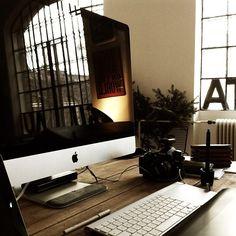 iMac wood desk