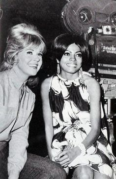 "Diana Ross visits Doris Day on the set of ""The Ballad of Josie in March 1967 Hollywood Stars, Classic Hollywood, Old Hollywood, Hollywood Party, Hollywood Glamour, Doris Day Movies, Nostalgia, Diana Ross, Motown"