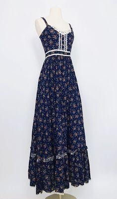 Black Dress Outfits, Pretty Outfits, Pretty Dresses, Beautiful Dresses, Modest Fashion, 70s Fashion, Fashion Dresses, Vintage Fashion, Victorian Fashion