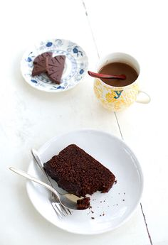 (Brown sugar chocolate cake with treacle chocolate fudge frosting)