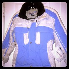 OBERMEYER SKI JACKET JUNIOR SZ.8 Like new condition. Super cute!! Powder blue and white. Season starts now and perfect jacket!! Perfect price!! Open to offers!! Obermeyer Jackets & Coats