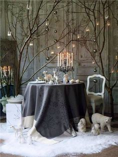 Love this look, the polar bears and other winter animals are so cool. Tree branches. Great color palette.