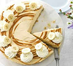 Cheesecake meets banoffee pie in this creamy soft-set caramel dessert, guaranteed to impress at a dinner party or occasion Banoffee Pie, Bbc Good Food Recipes, Baking Recipes, Sweet Recipes, Yummy Food, Best Cheesecake, Cheesecake Recipes, Caramel Cheesecake, Cheesecakes