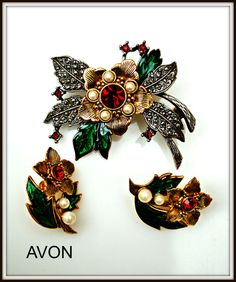 Vintage Avon Christmas Flower Brooch and by serendipitytreasure, $22.00