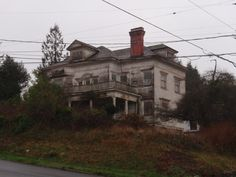 The abandoned house of Harry Flavel in Astoria, Oregon  Been in love with this house since I first saw it... if I suddenly won the lottery, I think it would be my first purchase, haha. I love creepy old houses!!