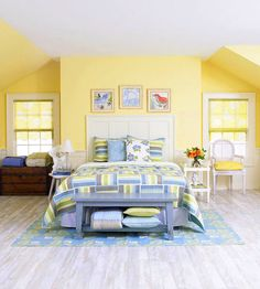 could take this easy quilt pattern and use beachy blues and beach decor to make a great guest room
