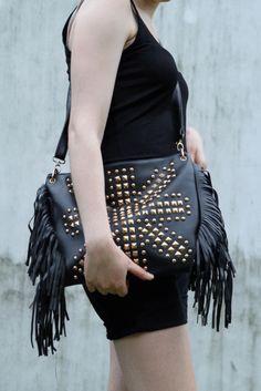 https://www.votocvohoz.cz/zeny/minisukne/2161059-cerna-kabelka-s-cvoky-a-s-trasnemi-studded-bag-cross-body?ch=wd