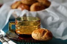Broas de Mel, Canela e Noz - Dona Delicia Biscuits, Portuguese Recipes, Cookies, Cookbook Recipes, Tea Cups, Recipies, Strawberry, Tableware, Sweet