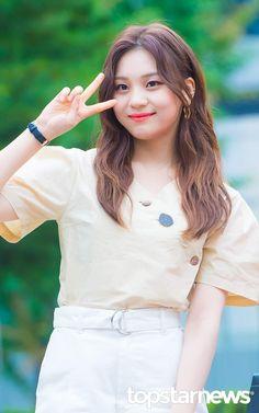 Gfriend-Umji 190712 KBS Music Bank South Korean Girls, Korean Girl Groups, Kim Ye Won, Cloud Dancer, G Friend, Aesthetic Photo, Pop Group, Idol, Female