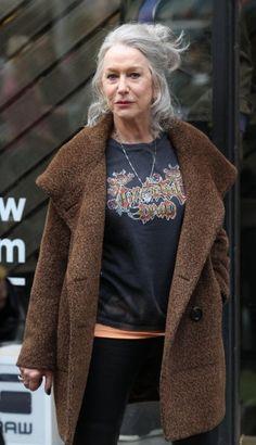 """Helen Mirren, 70 anni: """"Amo le mie rughe e mi tingo i capelli da sola"""""""