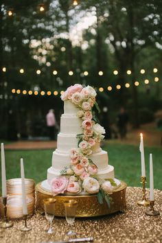 gorgeous garden rose cake | Paige Reaux #wedding