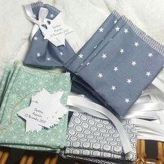 Ballotins dragées tissu baptême garçon gris vert bleu étoile / | Etsy Première Communion, Crafts Beautiful, Couture, Etsy, Gift Wrapping, Baby Shower, Invitations, Handmade Gifts, Confirmation