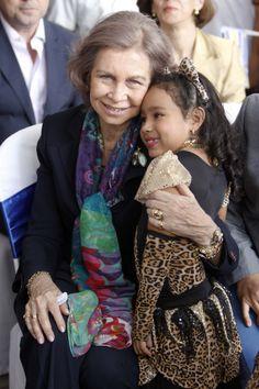 Doña Sofía, la Reina de los niños y los necesitados