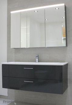trendiger waschtisch mit unterschrank und spiegel st bchenmosaik in einer schieferstruktur http. Black Bedroom Furniture Sets. Home Design Ideas