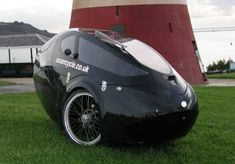 Velomobile in the form of a production ICE Sprint tadpole trike fused with the Challenger body kit from Ocean Cycles in the Cornwall region of the UK. Concept Motorcycles, Cars Motorcycles, Electric Skateboard, Electric Trike, Mobiles, Recumbent Bicycle, Motorcycle Types, City Car, Pedal Cars