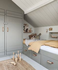 Kids bedroom in attic, clever interior to maximise space Attic Bedroom Designs, Attic Rooms, Attic Spaces, Loft Room, Bedroom Loft, Girls Bedroom, Attic Bedroom Kids, Rooms Decoration, Brighten Room
