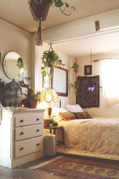 Home Tour: Sonoma Broadway Farms | Free People Blog #freepeople #eclecticdecorbedroom