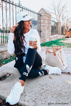 12 Cute Sporty Outfits Idea to Try this Winter - Mode Yoga Outfits, Legging Outfits, Leggings Outfit Fall, Athleisure Outfits, Womens Workout Outfits, Black Leggings, Pants Outfit, Cute Sporty Outfits, Sport Outfits