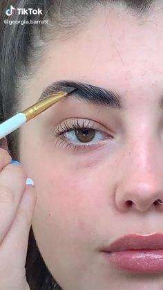 georgia barratt on TikTok Makeup Inspo, Makeup Art, Makeup Inspiration, Makeup Tips, Girls Makeup, Makeup Videos, Creative Makeup Looks, Formal Makeup, Green Makeup