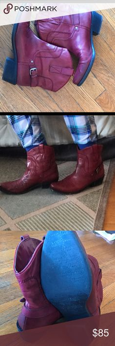 """Franco Sarto Waco short western booties! Leather Rubber sole Shaft measures approximately 7"""" from arch Heel measures approximately 1 3/4"""" Boot opening measures approximately 13"""" around Franco Sarto Shoes Ankle Boots & Booties"""