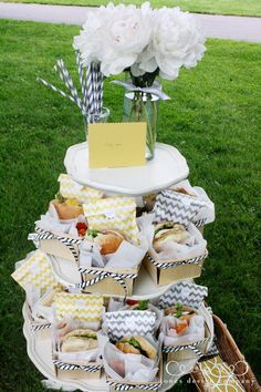 "yellow + grey ""picnic in the park"" baby shower: I am SO inspired by these darling wooden berry baskets from Garnish {Jones Design Picnic Box, Picnic Lunches, Picnic Time, Summer Picnic, Picnic Ideas, Box Lunches, Picnic Baskets, Picnic Foods, Comida Para Baby Shower"