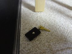 dollhouse miniatures KEYCHAIN BY ARTISAN VICTOR 1:12 Scale