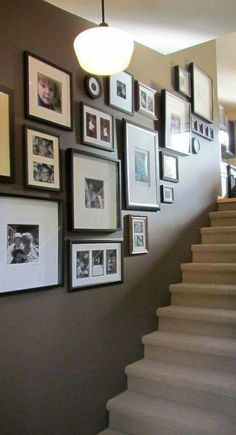 New farmhouse wall gallery stairways ideas Stairwell Pictures, Picture Frames On The Wall Stairs, Picture Wall Staircase, Photos On Wall, Dark Staircase, Picture Walls, Photo Walls, Wooden Picture Frames, Picture Arrangements