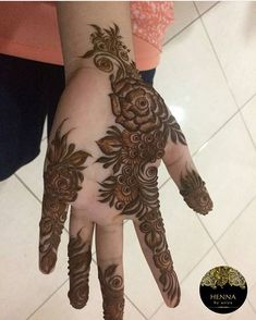 Untitled Untitled There are different rumors about the history of the wedding dress; Henna Hand Designs, Eid Mehndi Designs, Round Mehndi Design, Mehndi Designs Finger, Simple Arabic Mehndi Designs, Mehndi Designs For Girls, Modern Mehndi Designs, Mehndi Design Pictures, Wedding Mehndi Designs