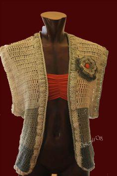 Colete Safari - Colete em fio de algodão executado em crochet com uma aplicação de uma flor.