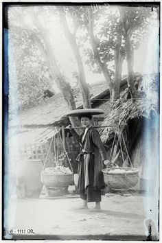 Old Pictures, Old Photos, Vietnamese Clothing, Vietnamese Cuisine, Old Photography, Laos, Artwork, Painting, Asia