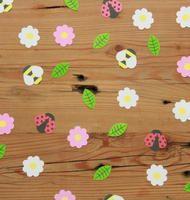 Bloemetjes & bijtjes voor op je tafel. Beschermd met Tafelziel. www.tafelziel.nl