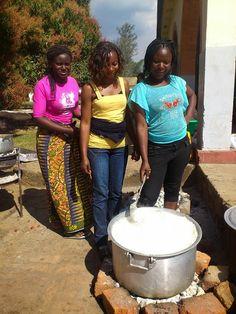 Conoce la labor de nuestras voluntarias y su estancia en un campamento con los más pequeños. http://estrechandolazostds.wordpress.com/2014/08/04/2105/
