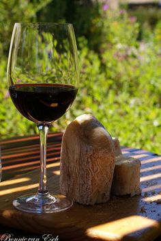 Glass of Wine South African Wine, Just Wine, Wine Vineyards, Wine Pairings, Drink Wine, In Vino Veritas, Wine Time, Fish And Chips, Raisin