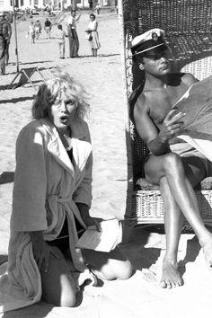 Marilyn y Tony Curtis fotografiados en el set de 'Con faldas y a lo loco' de Billy Wilder, 1958